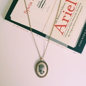 Jewelry - Vintage cameo necklace